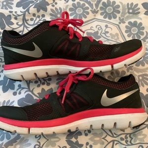 Nike Flex Running shoe black and hot pink